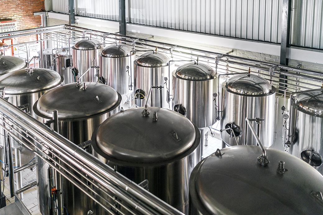 Hoists for beverage industry